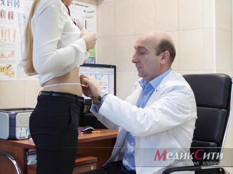 Консультация пластического хирурга перед абдоминопластикой